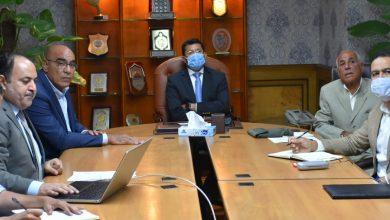 صورة وزير الرياضة يجتمع باللجنة المنظمة لبطولة العالم لليد ٢٠٢١