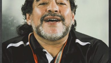 صورة ستيف هودج: قميص مارادونا ليس للبيع