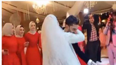 صورة بالفيديو..محمد صلاح يرقص مع إبنته في حفل زفاف شقيقه