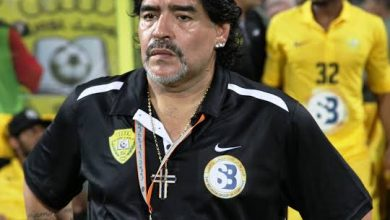 صورة توفي أسطورة كرة القدم الأرجنتيني..أعرف التفاصيل