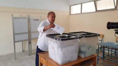 صورة علاء مقلد يصوت في انتخابات البرلمان