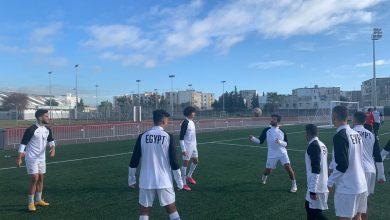 صورة سفير مصر بتونس يحضر تدريب المنتخب الوطني للشباب استعدادًا لمباراة ليبيا ضمن بطولة شمال أفريقيا