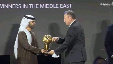 صورة وزير الرياضة يهنئ الأهلي بالحصول على جائزة نادي القرن في إفريقيا*