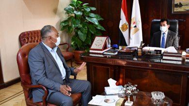 صورة وزير الرياضة يلتقي رئيس الاتحاد المصري للملاحة الرياضية